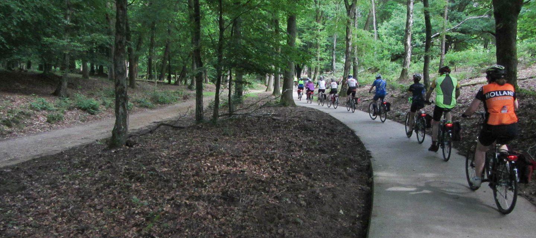 Holland-riders on path